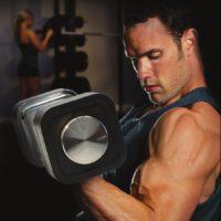Man tränar med Ironmaster Justerbar hantel